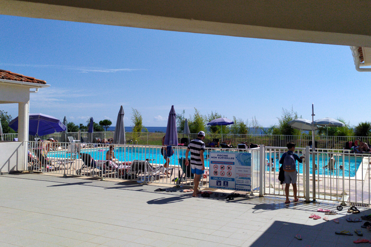 piscina con vista sul mare