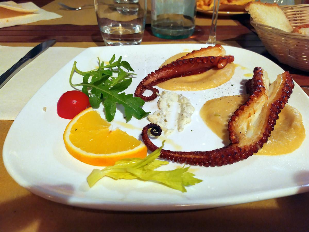 piatto con tentacoli di polpo