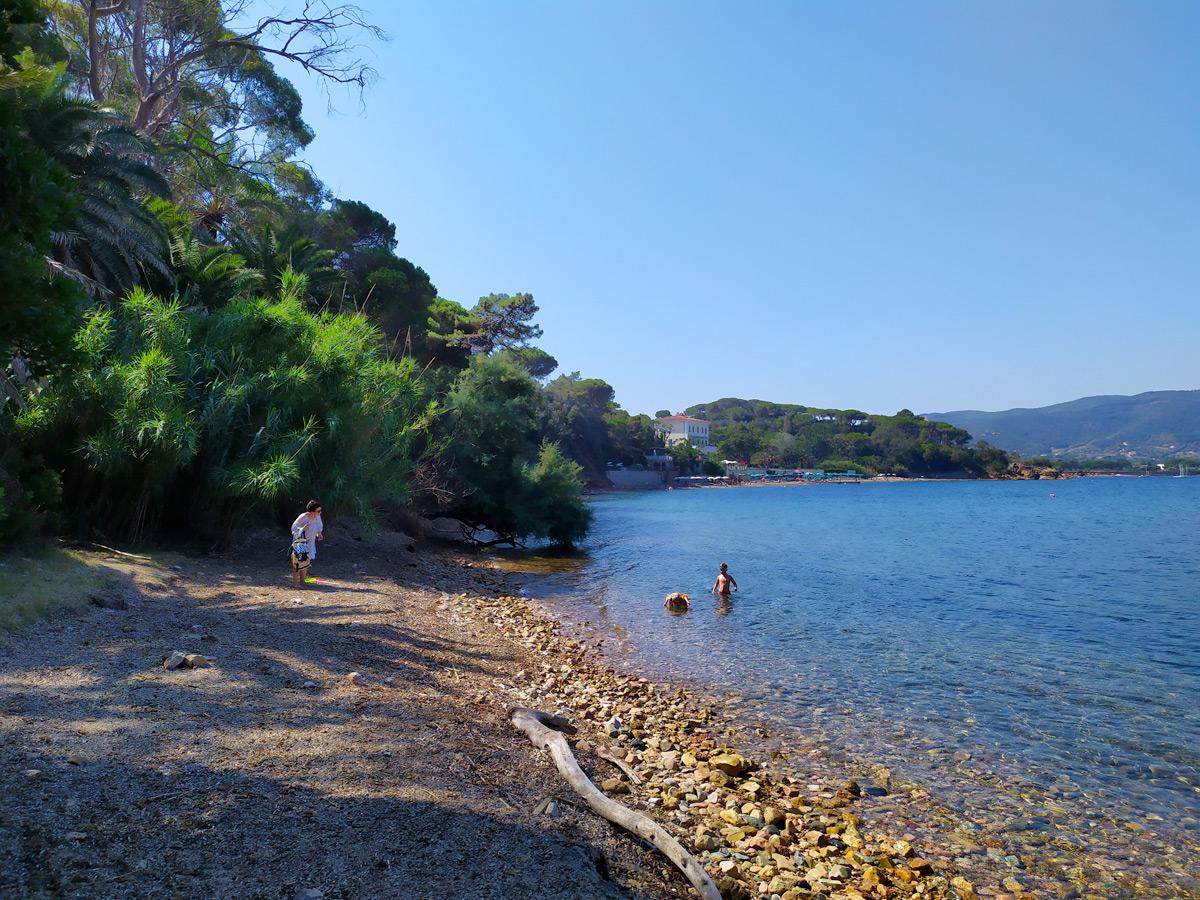 spiaggia libera nel golfo di Portoferraio