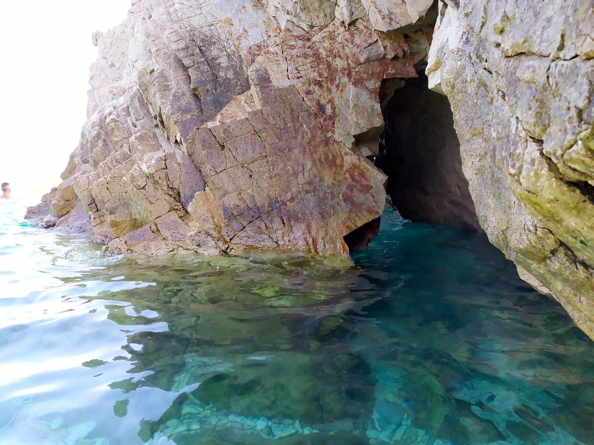 passaggio all'interno della roccia