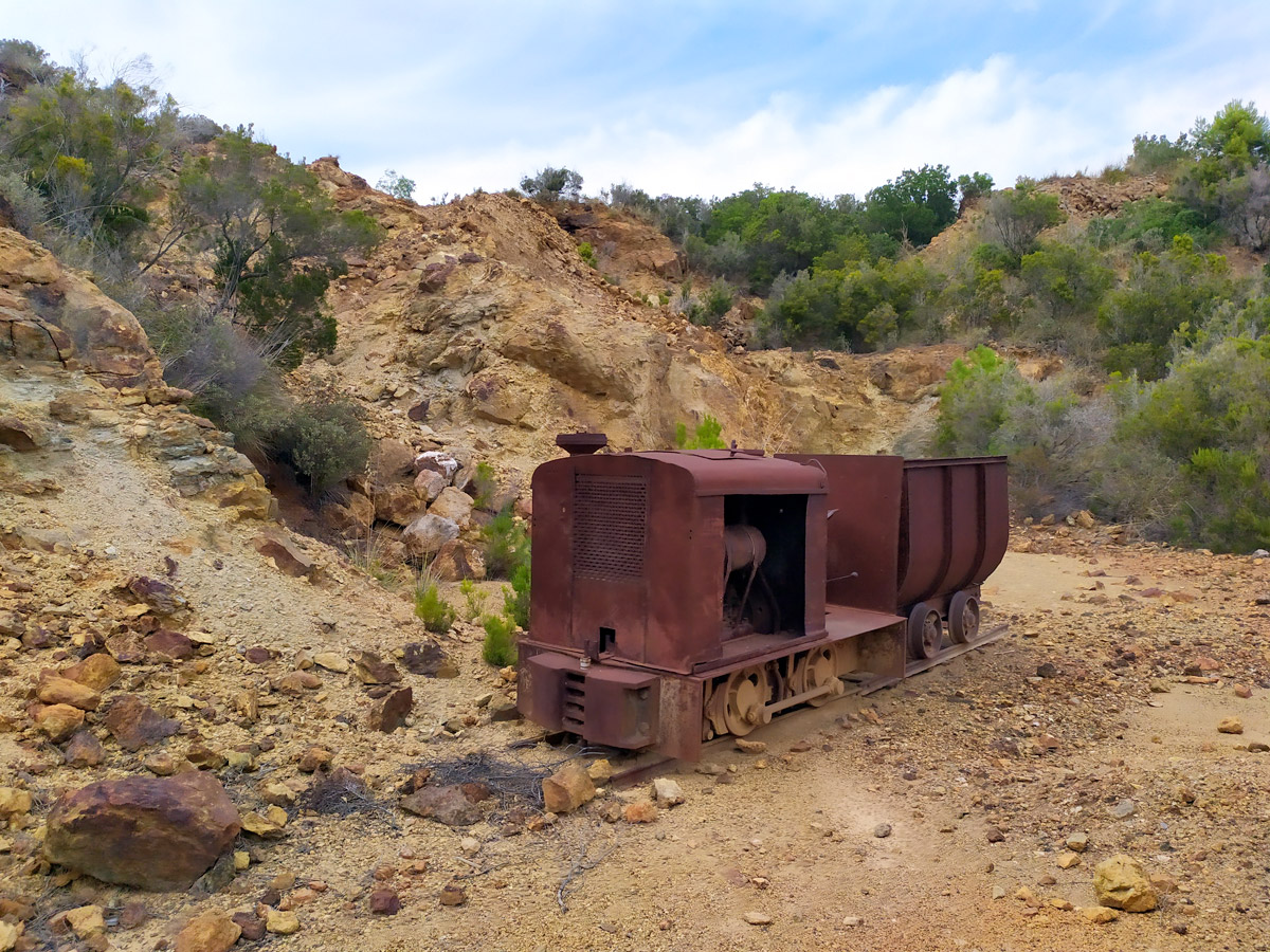 vagone arrugginito in miniera